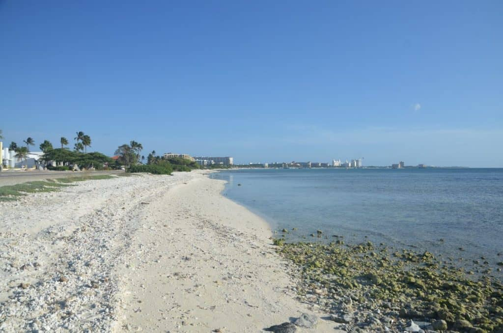 where are the beautiful beaches on Aruba ?