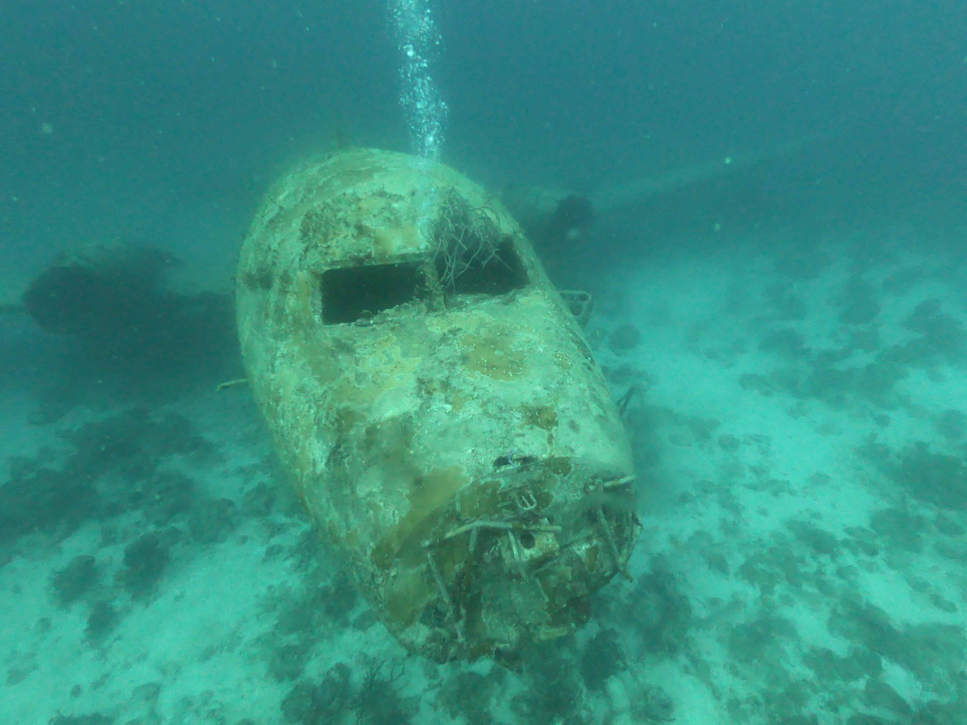 where are the best wreck dives in Aruba